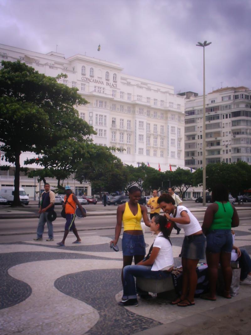 Em frente ao Copacabana Palace